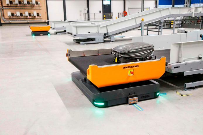 Primeur voor Rotterdam Airport robots brengen koffers naar vliegtuig